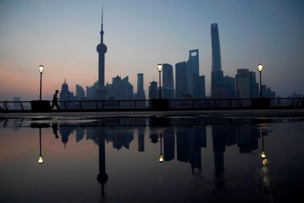 China's Growth Dips to Lowest in Nearly Three Decades