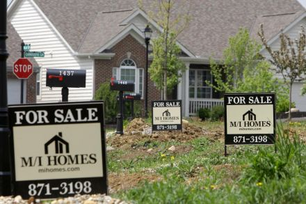 US Home Sales to Foreigners Sink on Strong Dollar, Trade Wars