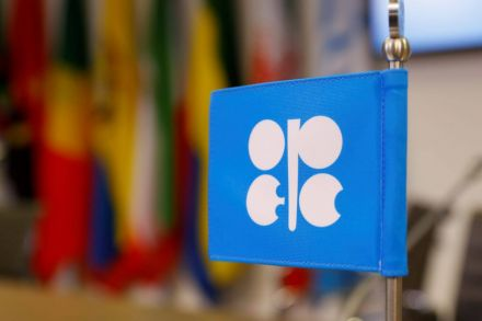 Oil falls on lower demand outlook, US-China trade dispute