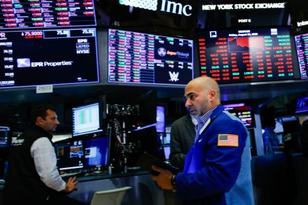 Wall Street flattens out into Labor Day weekend
