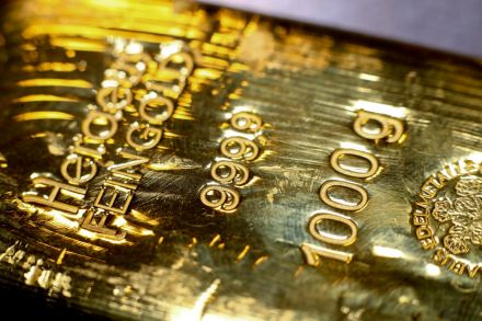 Gold jumps 1% as attacks on Saudi Arabia lift safe-haven bets