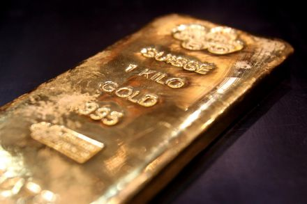 Gold jumps 1% as Mideast tensions spur safe-haven bid
