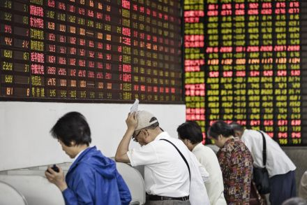 Bloody Monday? Chinese Stocks Flash Crash 9% as Coronavirus Wreaks Havoc