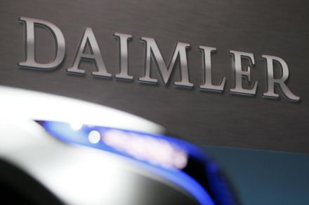 Daimler slashes its dividend following profit warning