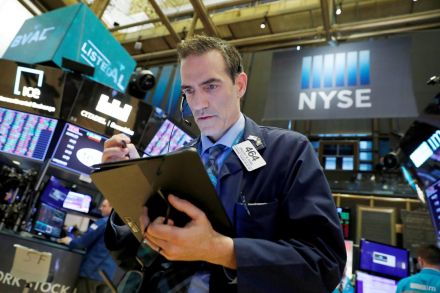 Dow opens 2.5% lower, resuming downward slide on virus fears