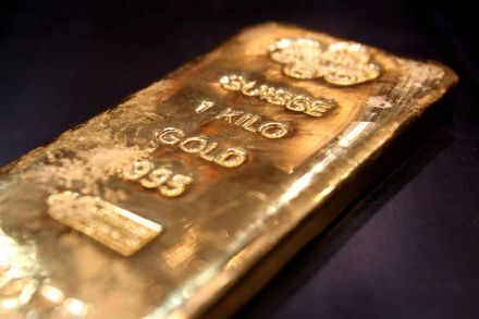 Gold prices today fall for first time after rising for five days