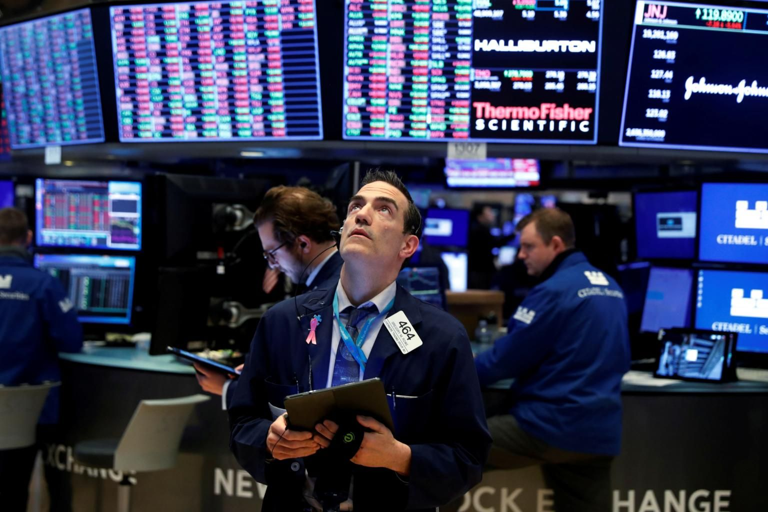 US stocks fall, snapping three-day winning streak