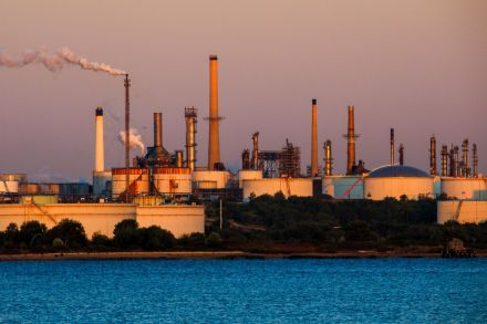 USA crude strengthens as certain stimulus measures to continue