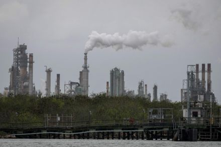 Crude oil prices fall below $40 on record U.S. inventories, Covid fears