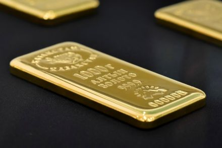 Gold hits all-time high at Rs117,300 per tola