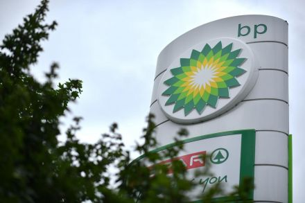 BP cuts dividend after huge loss