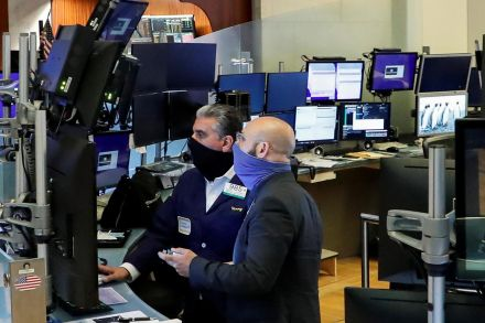 Gains for tech nudge S&P 500 slightly higher in early trade
