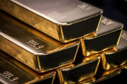 Gold dips as solid USA economic data lift dollar