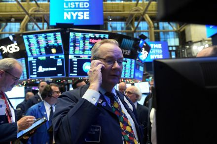 Tech shares lead as US stocks end week on positive note