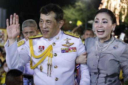 Article image Thousands stage show of support for Thai king