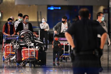 Passengers arriving at Changi Airport Terminal 1 in Nov 2020 - masks - ST file.jpg