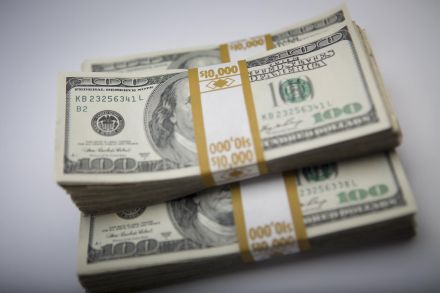 Dollar on track for worst week in a month, soft U.S