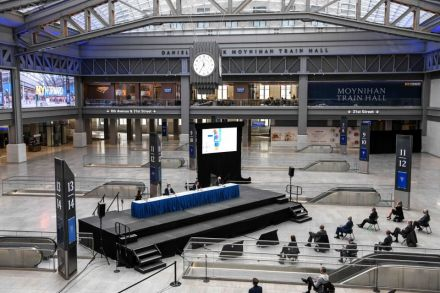 NY gets new train hub, in transformed postal building