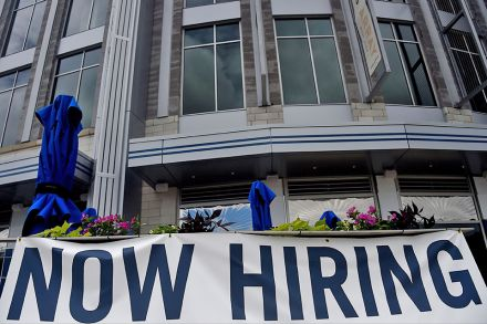 Canadian economy lost 63000 jobs in December, first decline since April