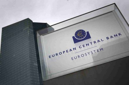 Euro resumes gains before ECB decisions