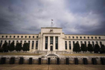 Fed stresses its commitment to low rates as economy stumbles