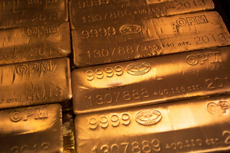 Gold rises back above US$1,360 as talk of US rate hikes fades, Energy & Commodities - THE BUSINESS TIMES
