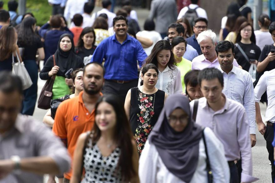 Singapore employees seek 17% pay raise when switching jobs: report,