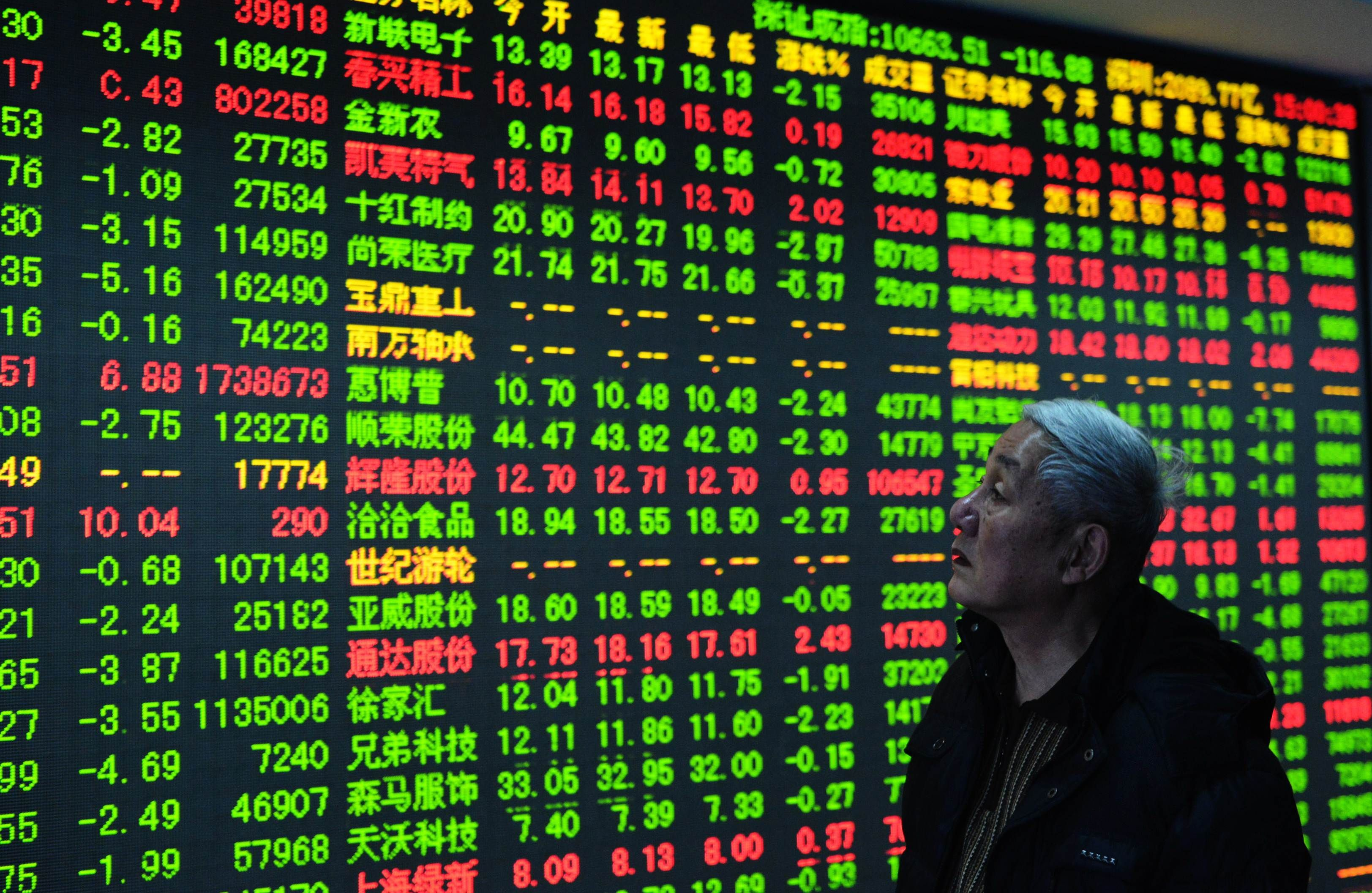 Asian shares edge higher, following Wall Street's advance on strong earnings