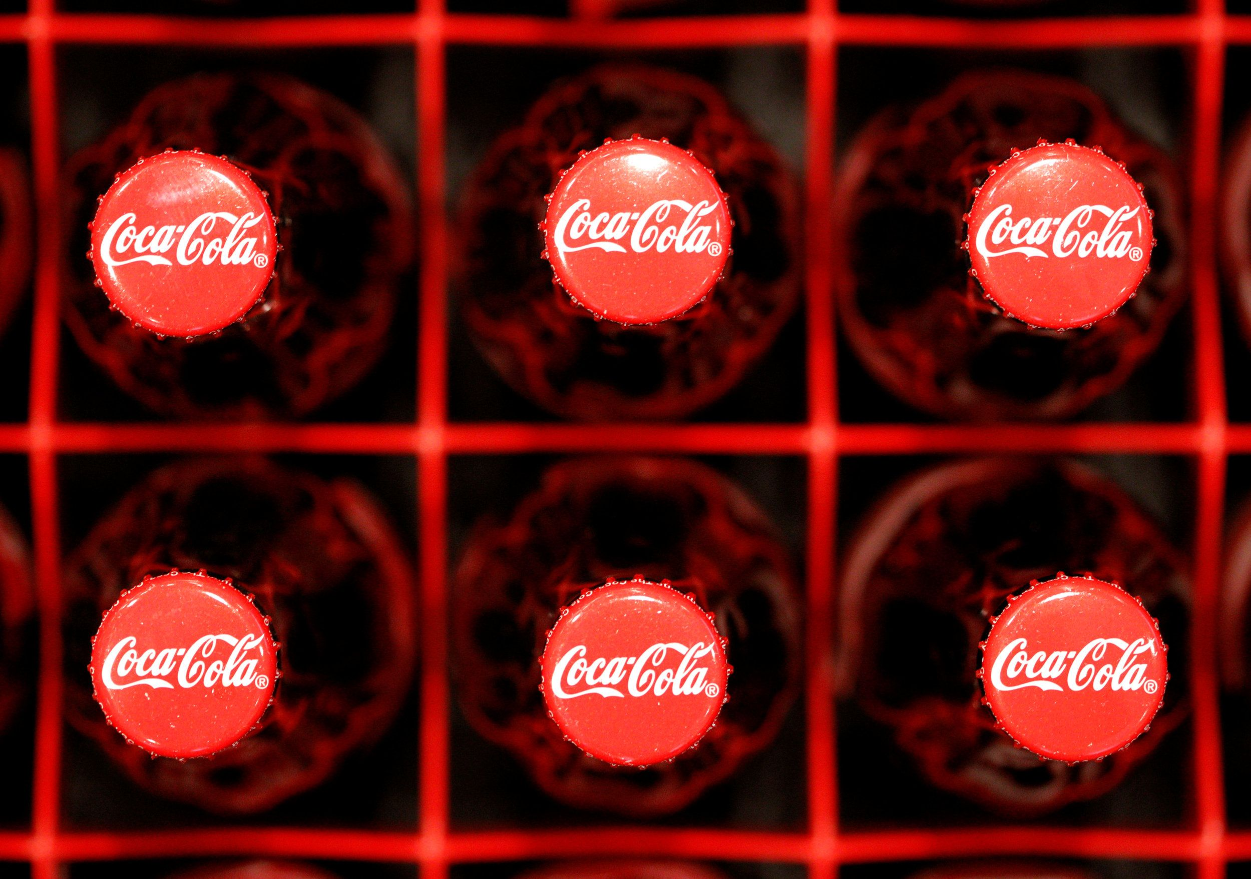 Coke and Pepsi fund health groups but fight them too: study
