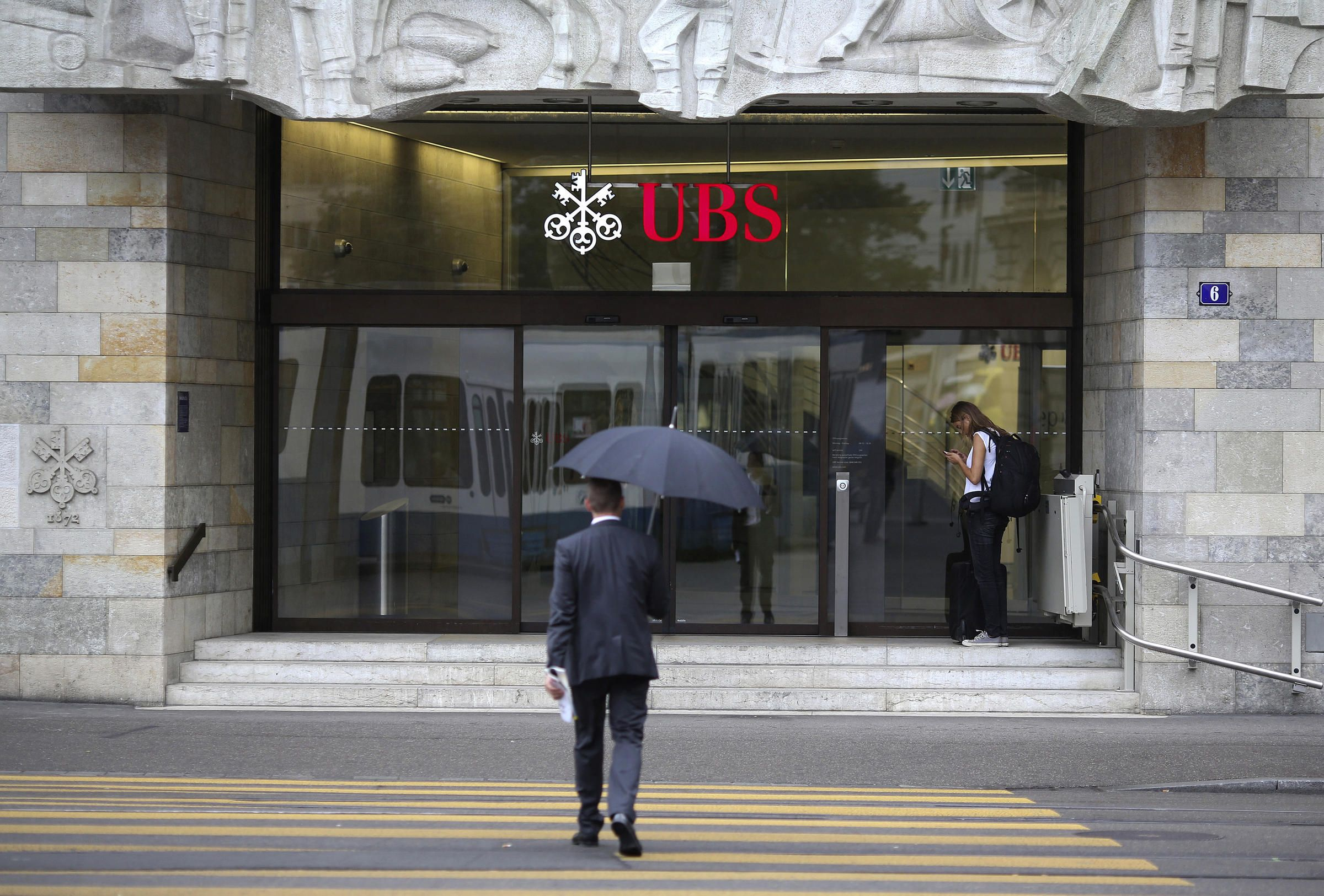 UBS slashing nearly two dozen jobs in Asia in cost-cutting