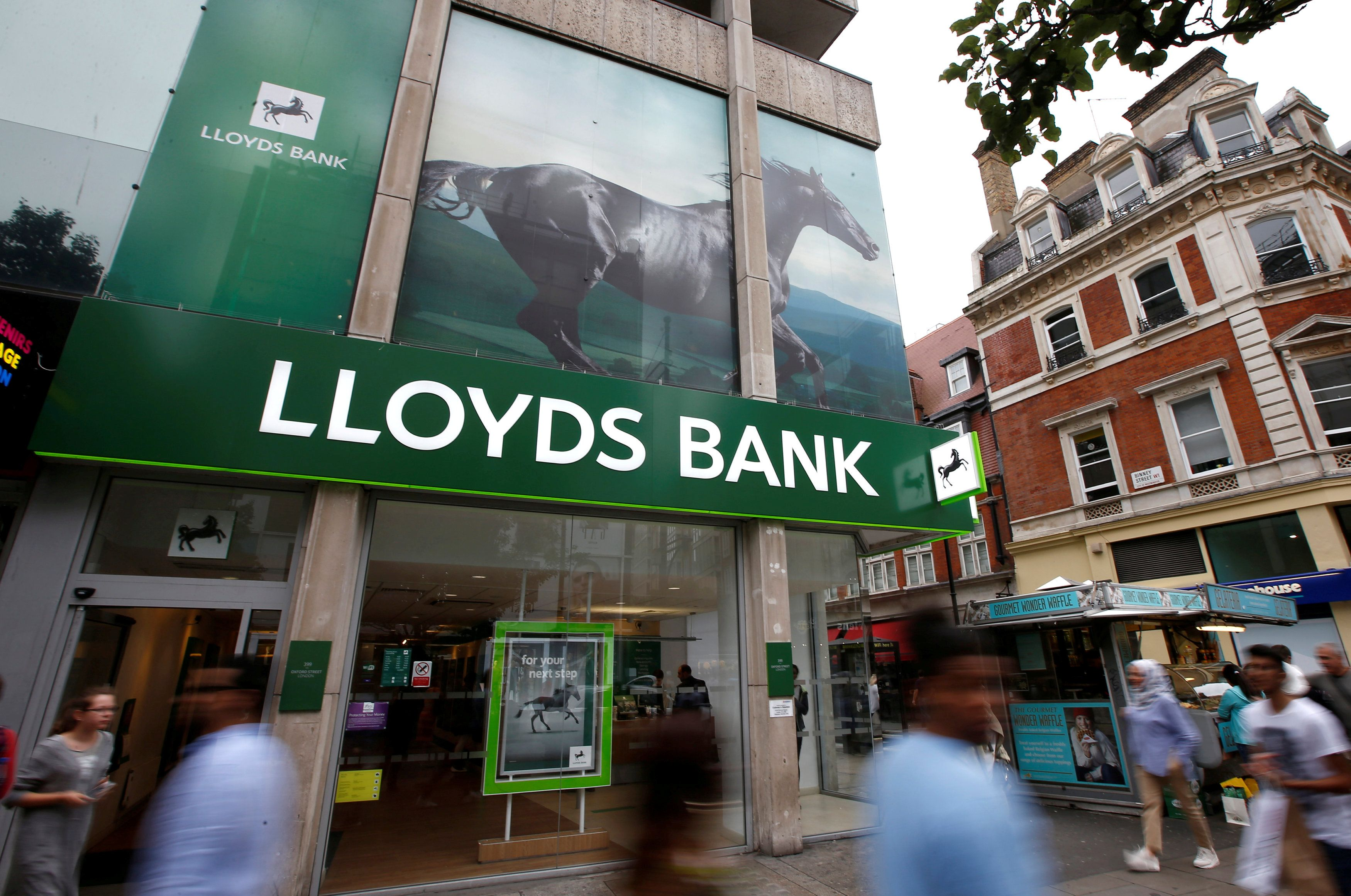 Lloyds to buy BOA\'s UK credit-card unit for £1.9b, Banking & Finance ...