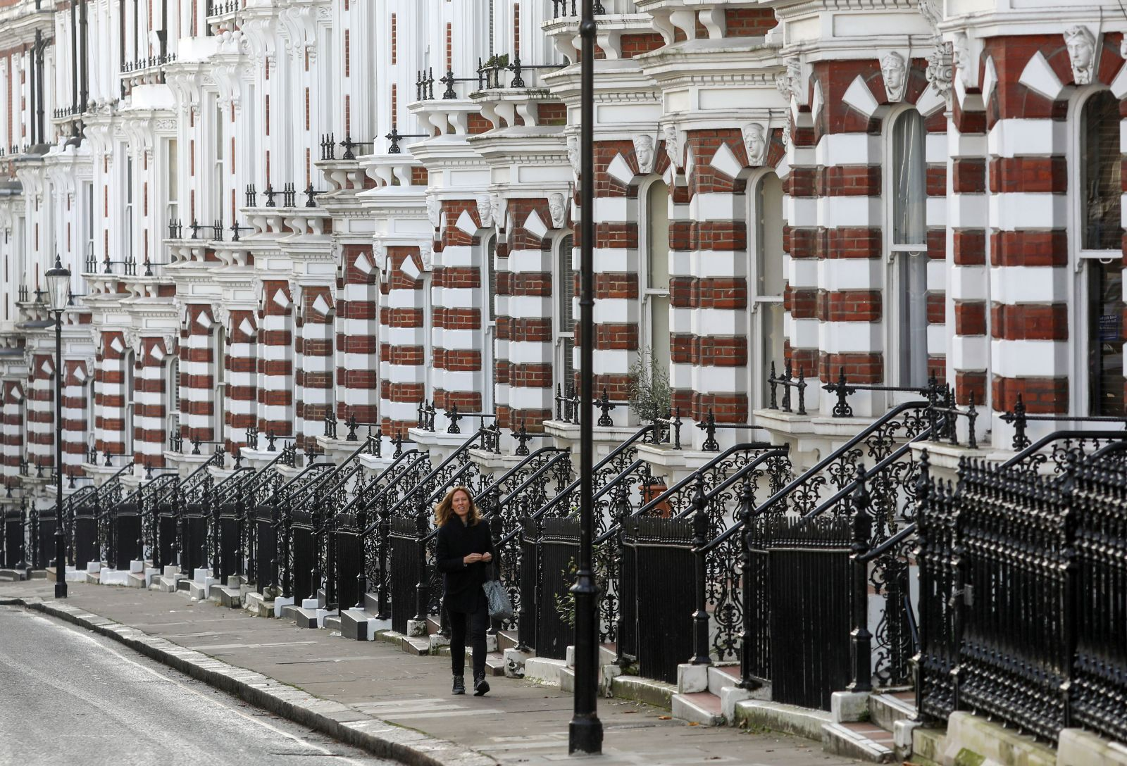 UK house buyers lose interest as weak supply represses market, Real ...