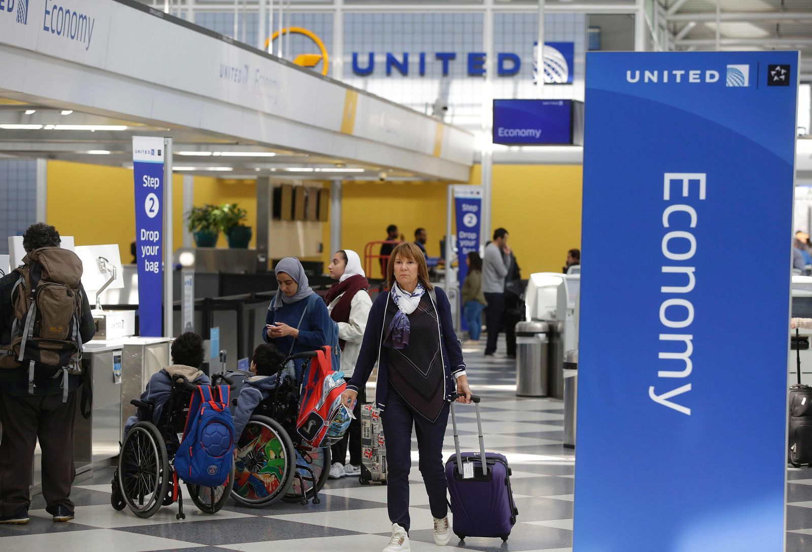 United changes crew booking policy after passenger dragged