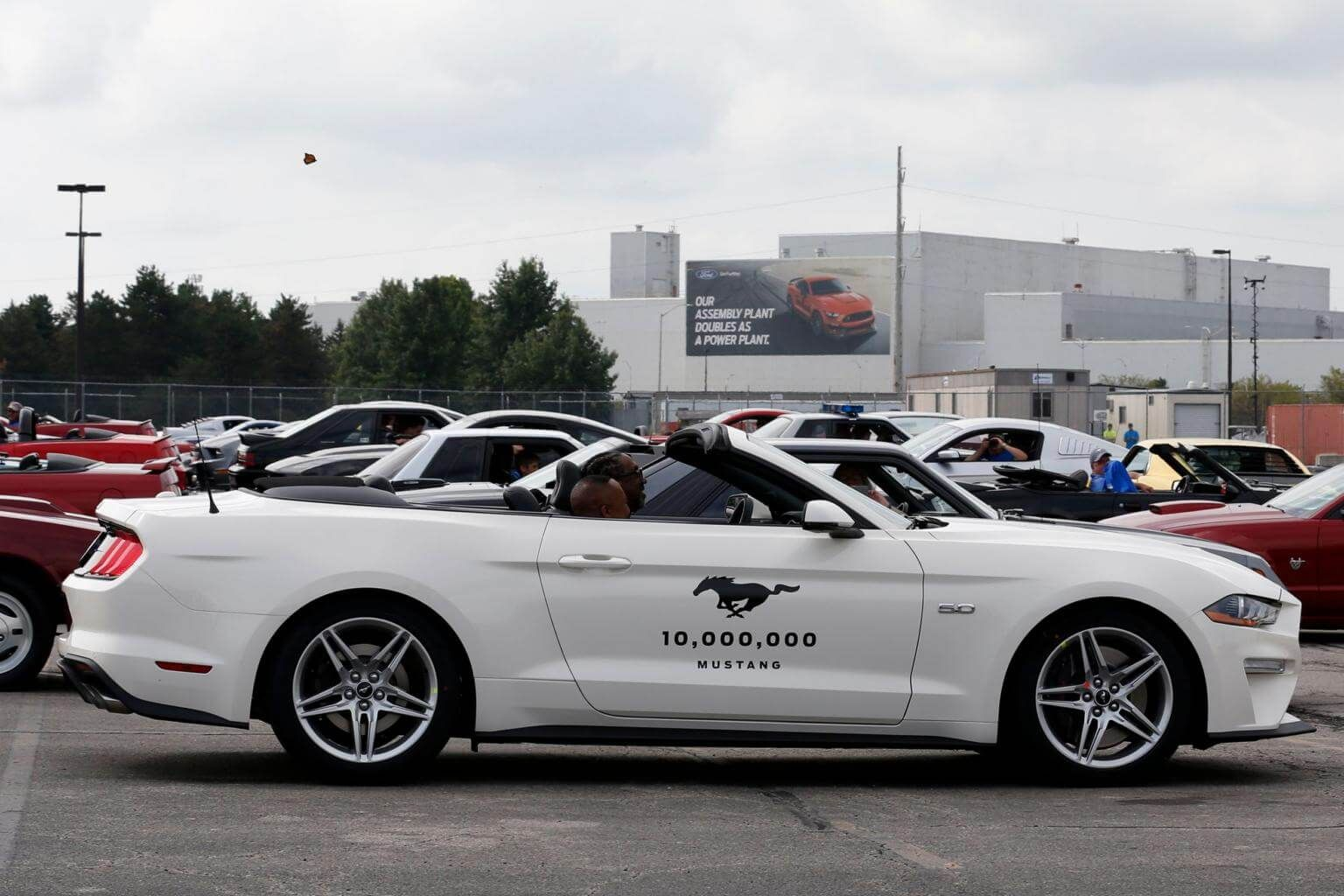 Ford Celebrates 10 Millionth Mustang While Banking On Cars Draw Logo Drawings
