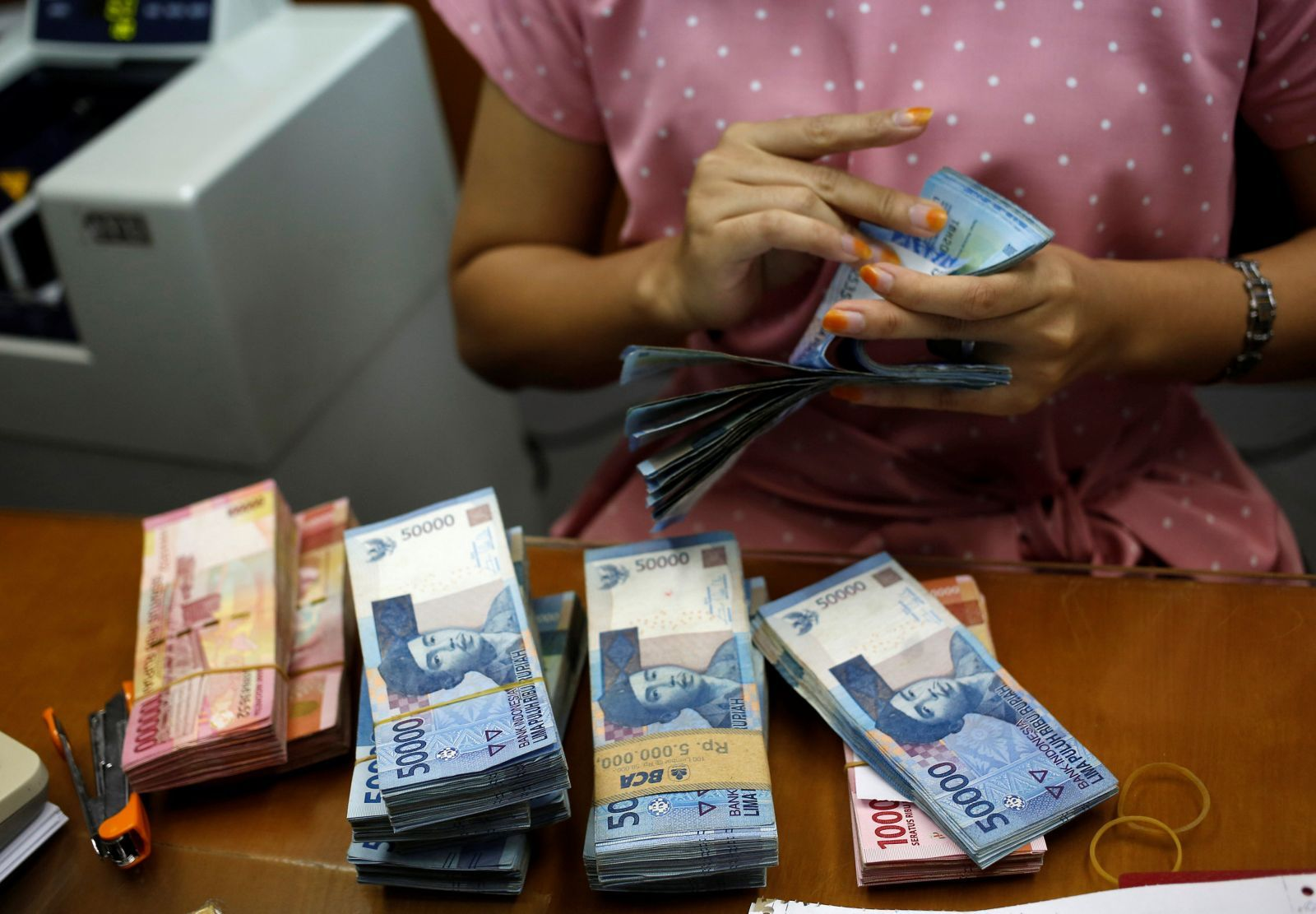 Jakarta calls on exporters to support rupiah with their